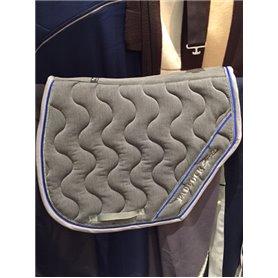 Tapis coupe sports gris chiné avec galon gris passepoil bleu et argenté