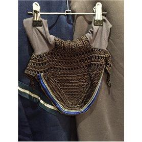 Bonnet gris avec passepoil bleu roi et passepoil argenté