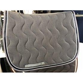Tapis gris chiné paddock sports galon gris puis vernis noir et passepoil argenté