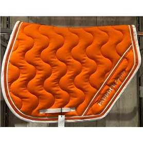 Tapis coupe orange galon blanc puis verni orange et passepoil blanc