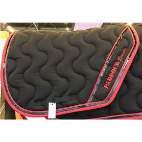 Tapis coupé noir galon rouge puis verni noir et passepoil rouge